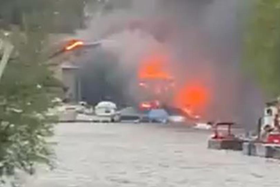 Offenbar mehrere Explosionen in London: Gebäude steht in Flammen