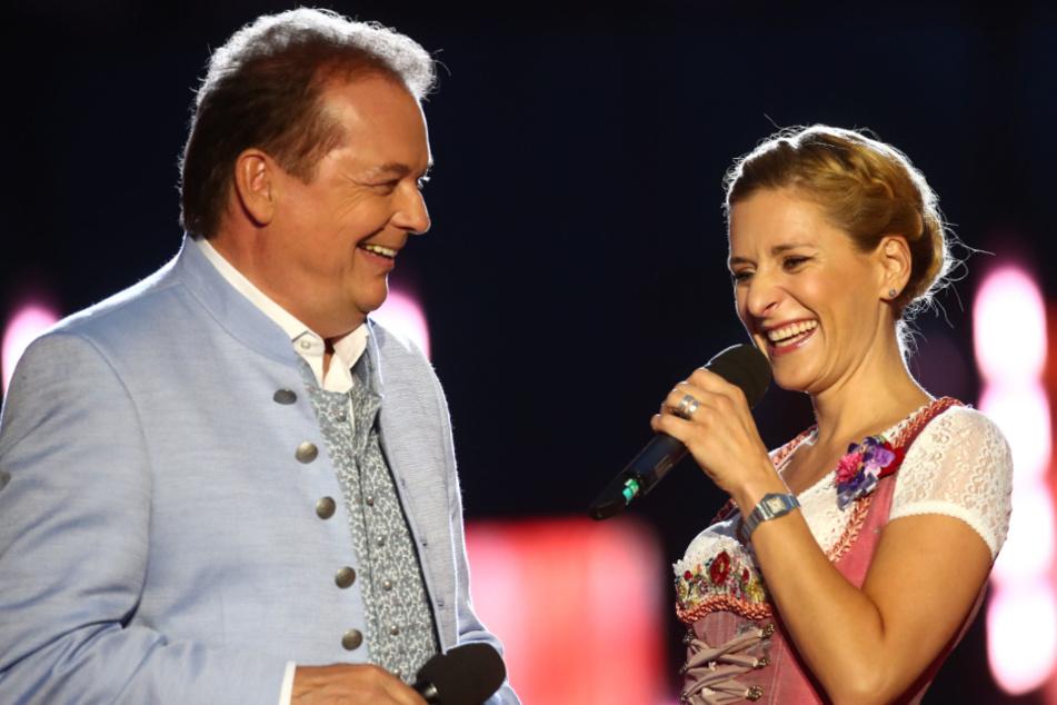 """Stefanie Hertel (41) und Arnulf Prasch (55) verlagern ihr Winter-Open-Air """"Wenn die Musi spielt"""" in diesem Jahr ins Fernsehen."""