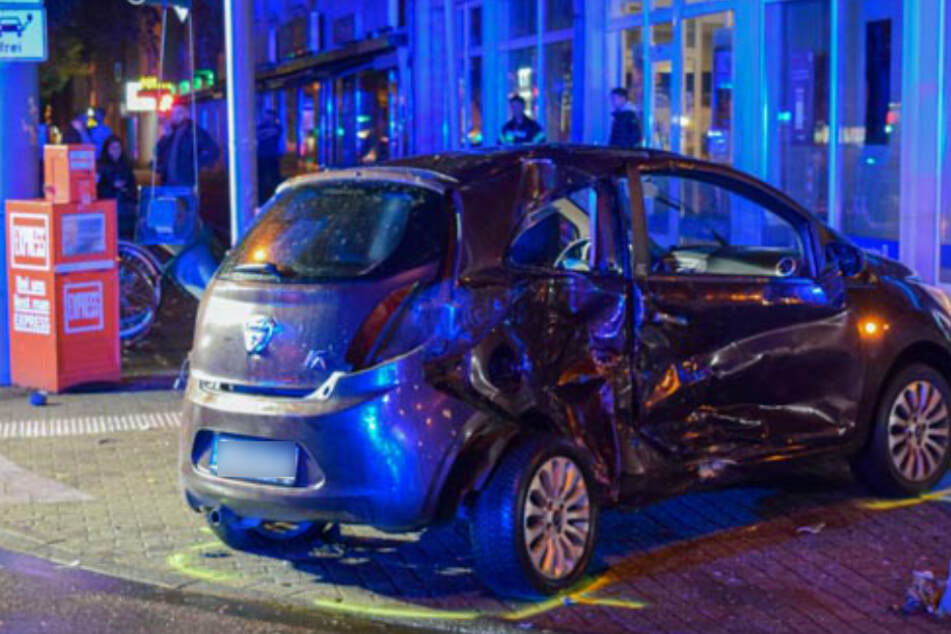 Köln: Heftiger Unfall in Köln-Braunsfeld: Beide Fahrer schwer verletzt