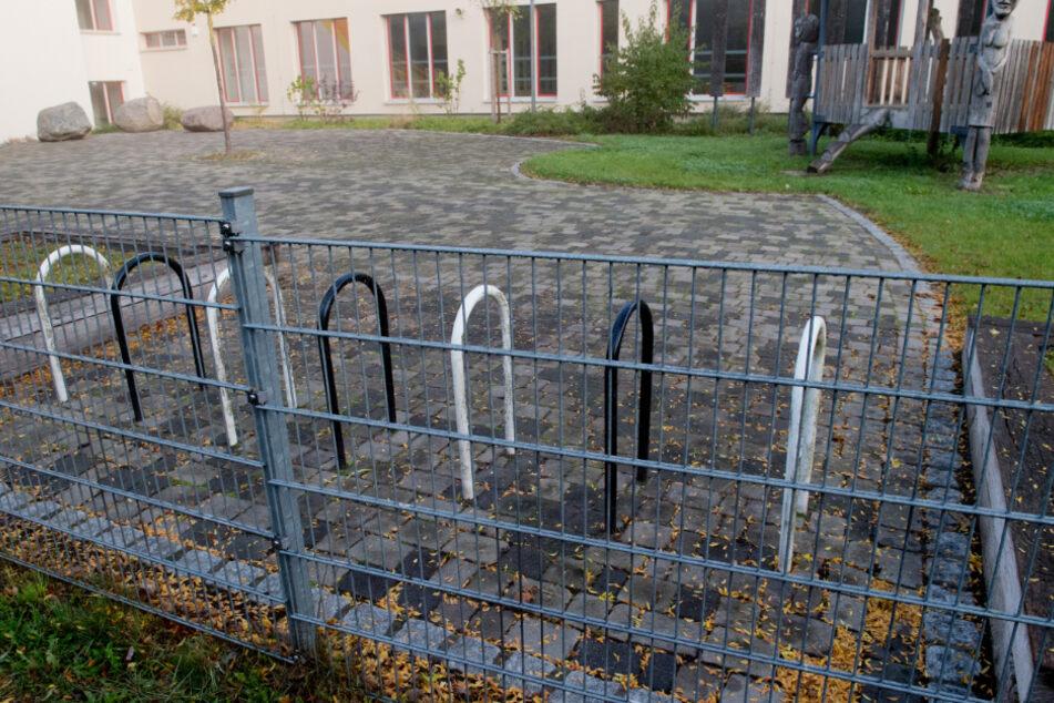 Fahrradständer leer, Schulhof leer: So bleibt es wohl auch die nächsten Wochen in Deutschland.
