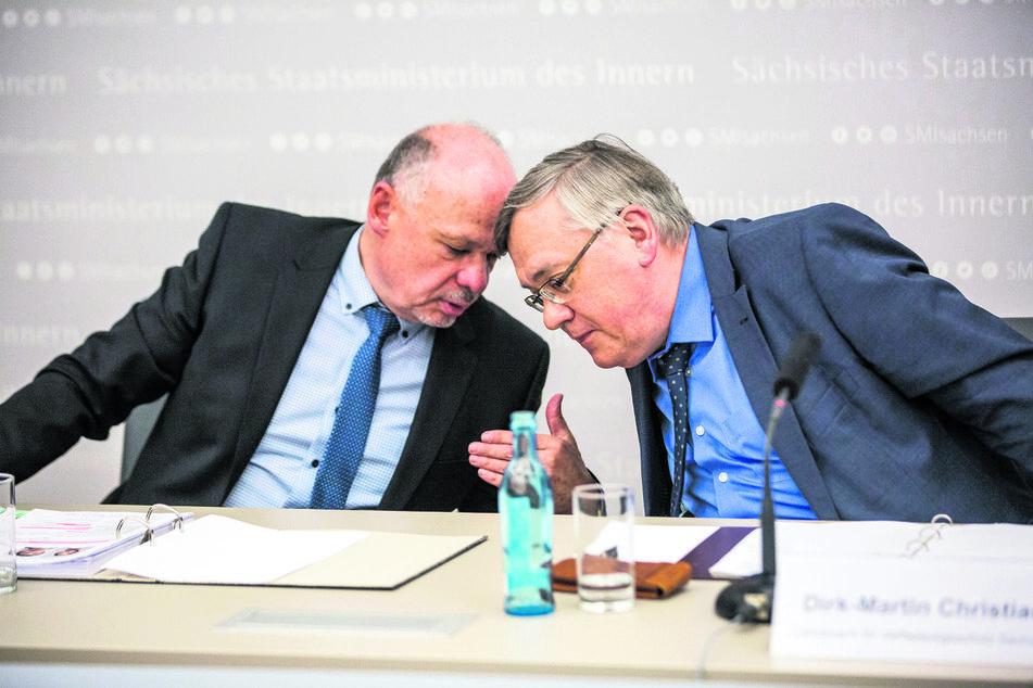 LKA- Chef Petric Kleine (l.,57) und Dirk-Martin Christian (58) mussten erklären, wie die Bluttat unter den Augen der Behörden geschehen konnte.