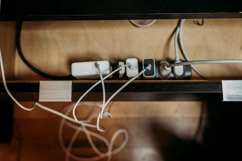 Es schadet nicht, elektrische Geräte bei einem Gewitter aus der Steckdose zu ziehen.