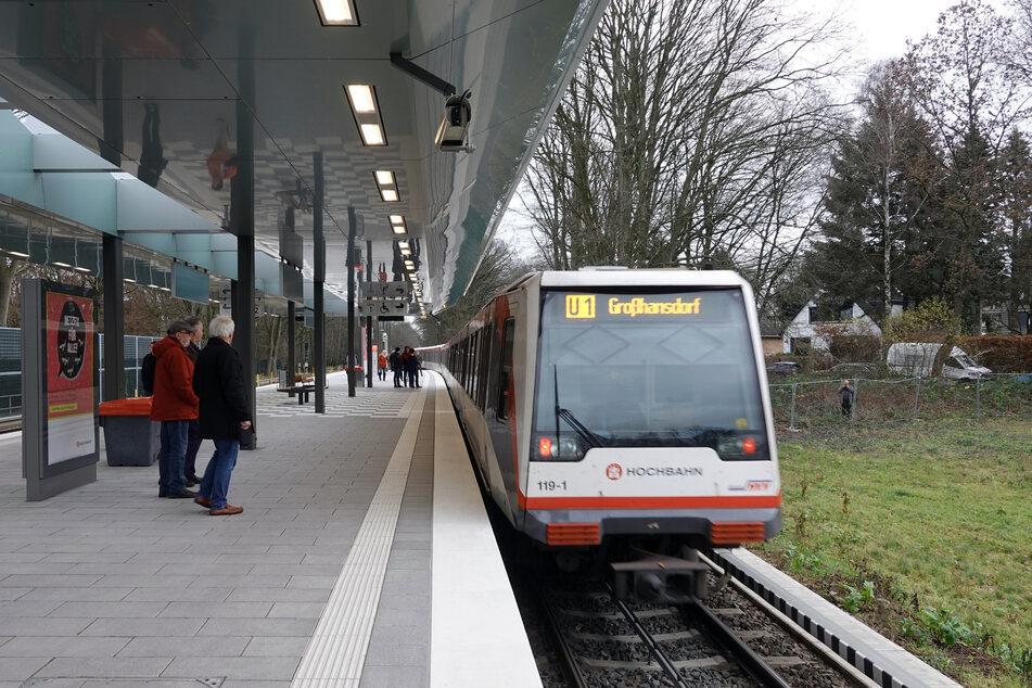 Drama am Bahnhof: Mann stolpert vor U-Bahn und stirbt