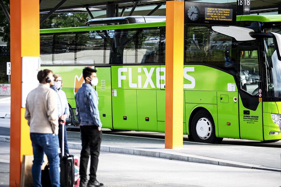 In den Flixbus kommen Fahrgäste nur noch mit Mund-Nasen-Schutz.