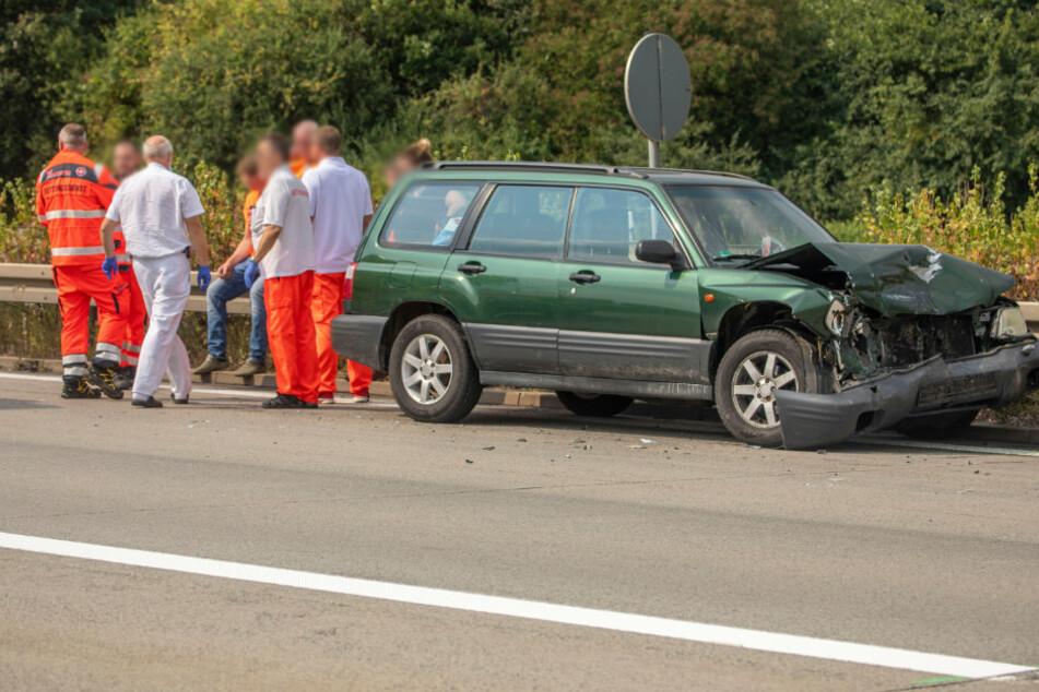 Unfall A72: Subaru kracht in Stauende: Fünf Verletzte bei Unfall auf A72