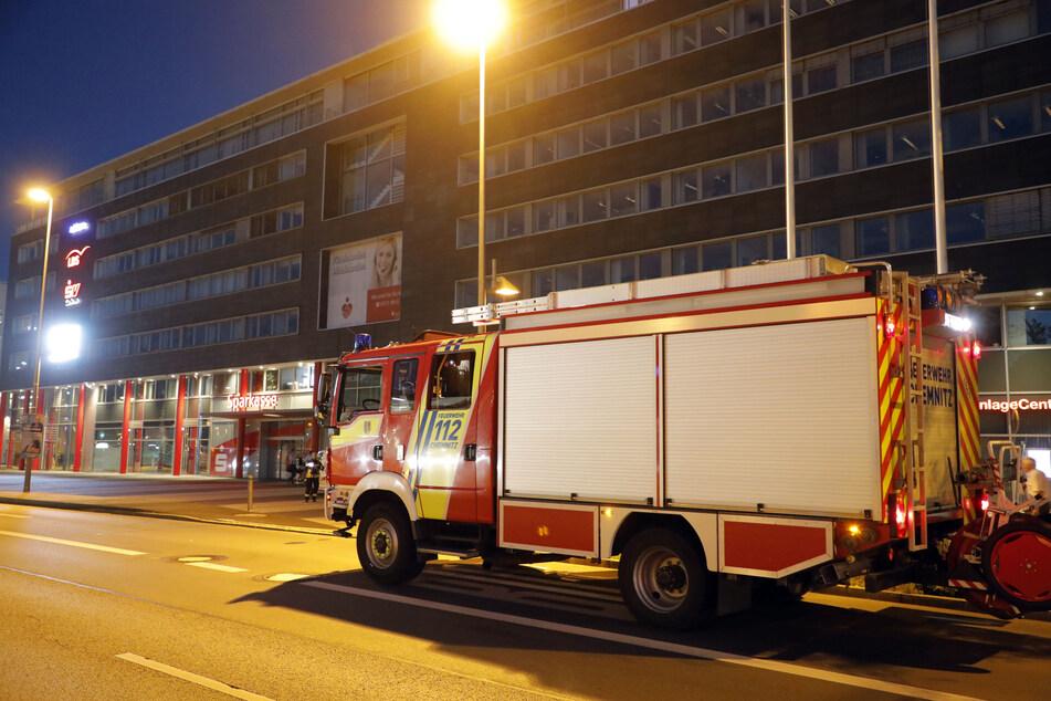 Chemnitz: Feuerwehreinsatz in Chemnitz: Batterie in Sparkasse überhitzt