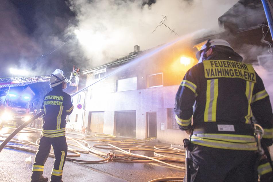 Mehrfamilienhaus brennt: Bewohner verlieren ihr Zuhause