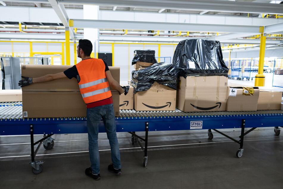 In dem Amazon-Verteilerzentrum in Garbsen arbeiten mehr als 900 Mitarbeiter. Mindestens 60 von ihnen sind offenbar an Corona erkrankt.