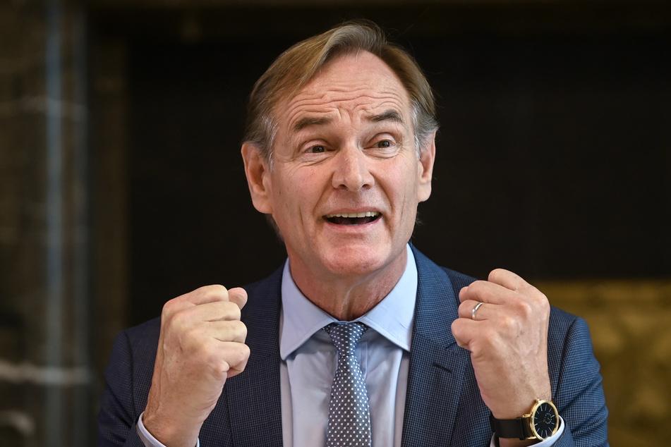 Städtetagspräsident Burkhard Jung (63, SPD) befürchtet, dass die Corona-Poltiik bald die Unterstützung in den Kommunen verliert.