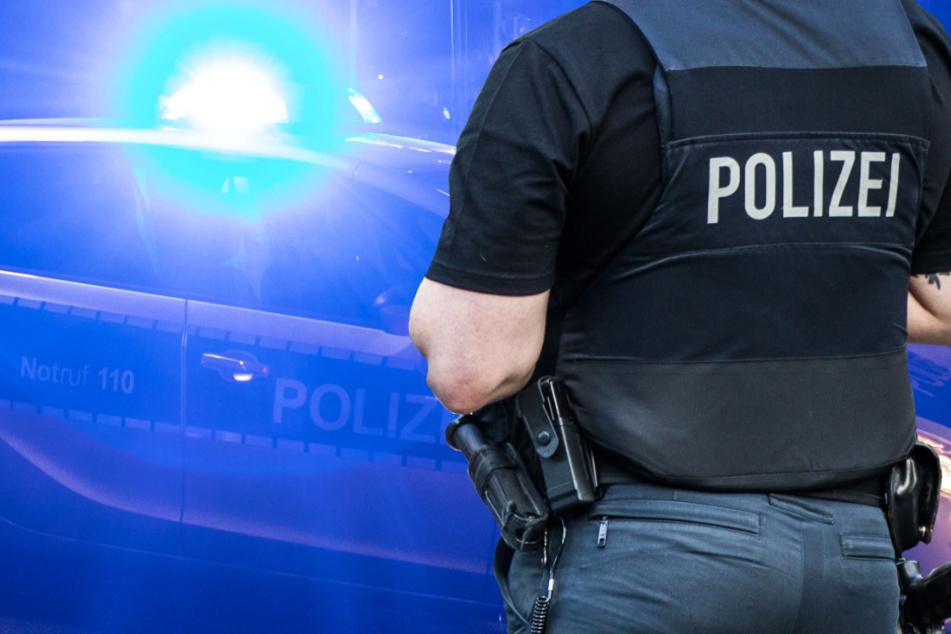 Die alarmierte Polizei leitete umgehend eine Fahndung nach dem Täter ein (Symbolbild).