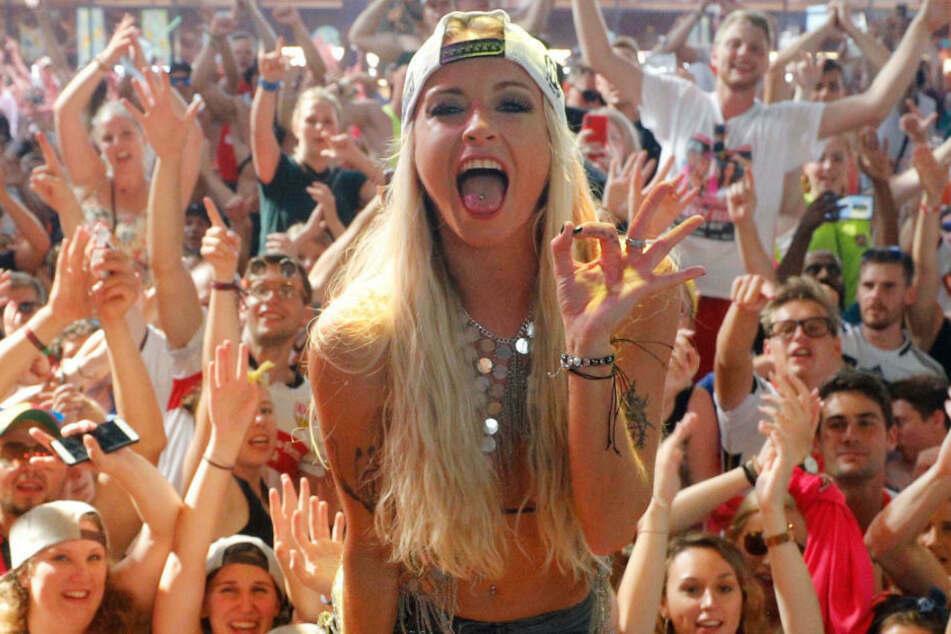 Sängerin Mia Julia Brückner (34) trat sonst am Ballermann auf. Da dort derzeit tote Hose ist, dreht sie lieber Pornos.