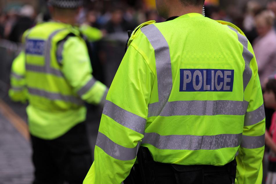 17-Jähriger verprügelt Polizisten und wird dafür bejubelt