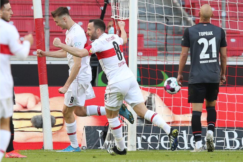 Sasa Kalajdzic (l.) und Gonzalo Castro (Mitte) bejubeln den VfB-Siegtreffer.