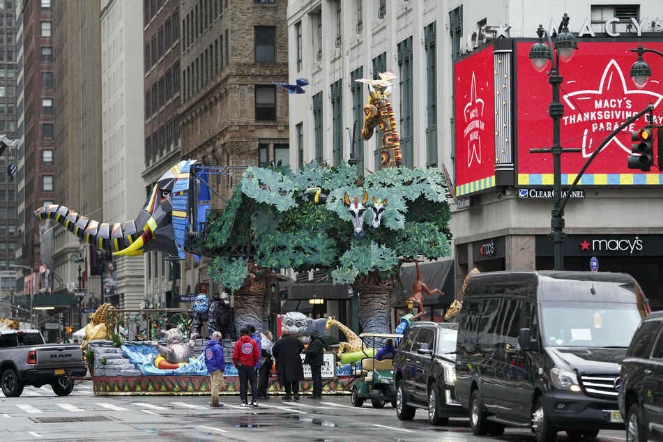The 2020 Macy's Thanksgiving Day Parade included new social-distancing measures.