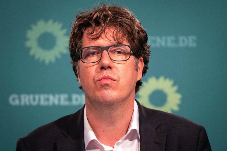 Der Bundesgeschäftsführe der Grünen, Michael Kellner (44), hat sich am Sonntag gegen einen weiteren Ausbau der Oder auf polnischer Seite ausgesprochen.