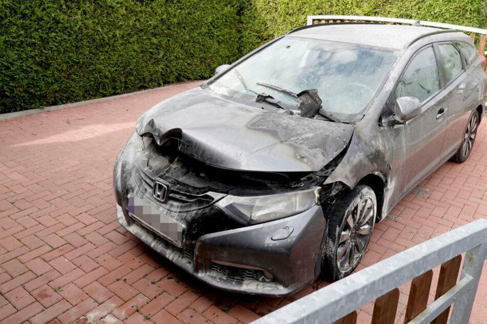Honda in Brand gesteckt: Polizei sucht Zeugen!