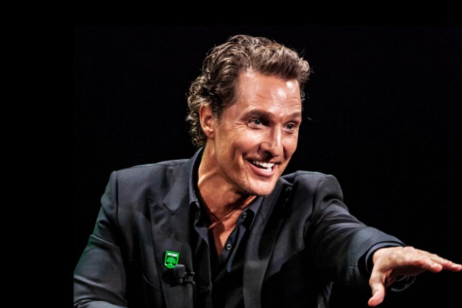 Matthew McConaughey spielt mit Senioren im Altersheim