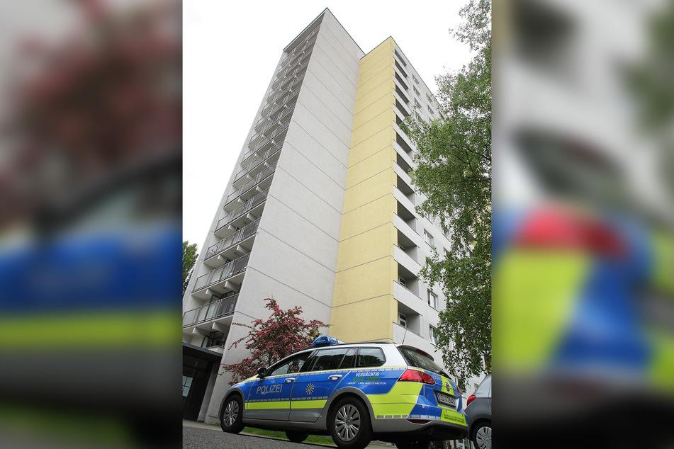Die Polizei riegelte das Wohnheim komplett ab.