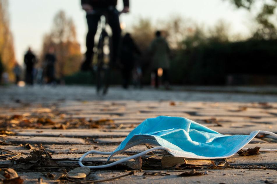 Berlin: Frau (55) will ohne Maske einkaufen und spuckt Sicherheitsmann an