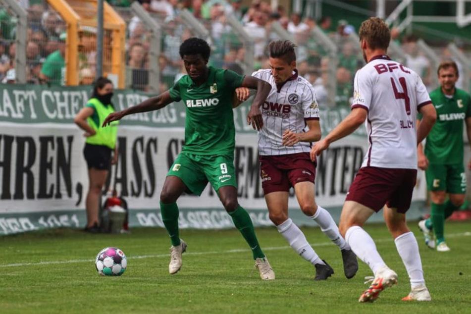 Trotz 18-minütiger Unterzahl gewannen die Leutzscher mit 3:1 gegen den BFC Dynamo.