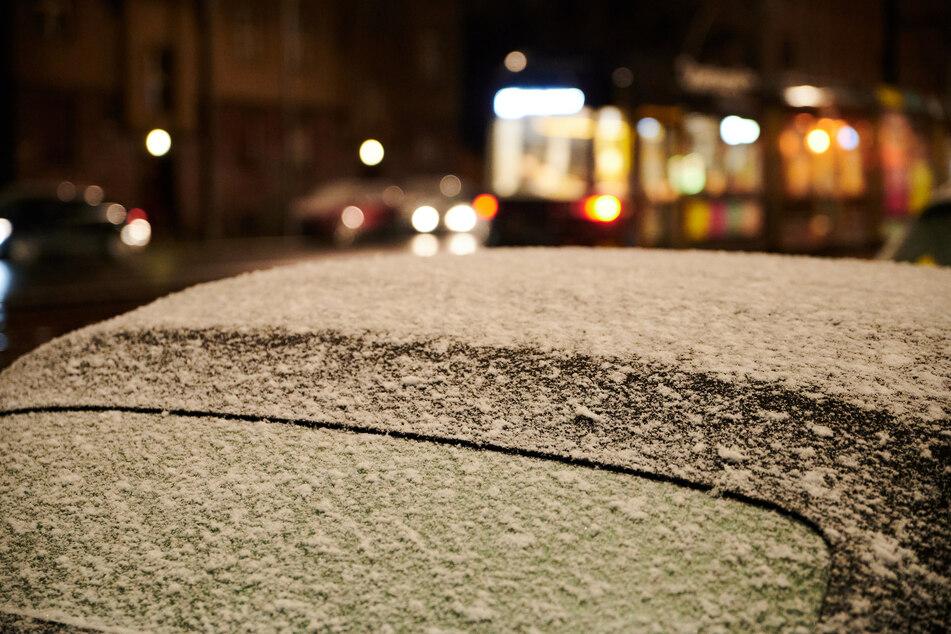 In Berlin und Brandenburg werden zum Wochenanfang Schneeregen und Glätte erwartet (Symbolbild).