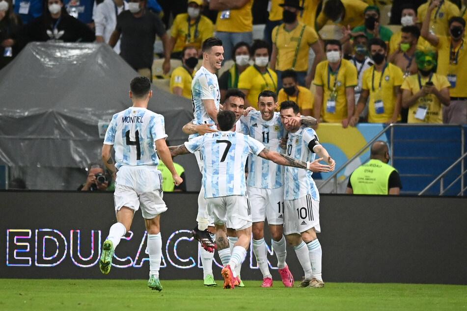 Ángel Di María (2.v.r.) erzielte das Siegtor für Argentinien gegen Brasilien.