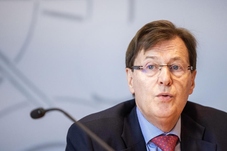 """Peter Biesenbach (73), NRW-Justizminister, wird zu dem Fall """"Amad A."""" vom Untersuchungsausschuss befragt. Seit Beginn der Ermittlungen ist er in den Fall involviert."""