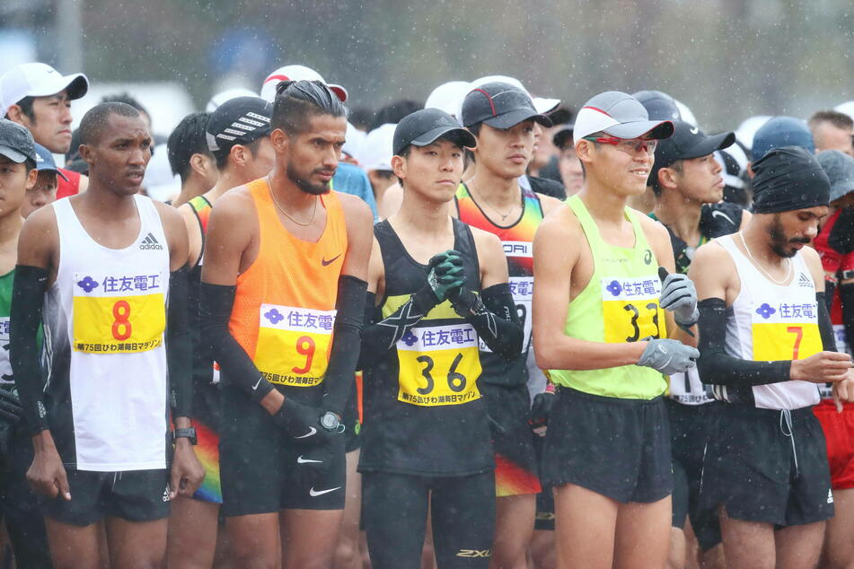 Anfang März lief Ayala (2.v.l.) noch bei einem Rennen in Japan mit.