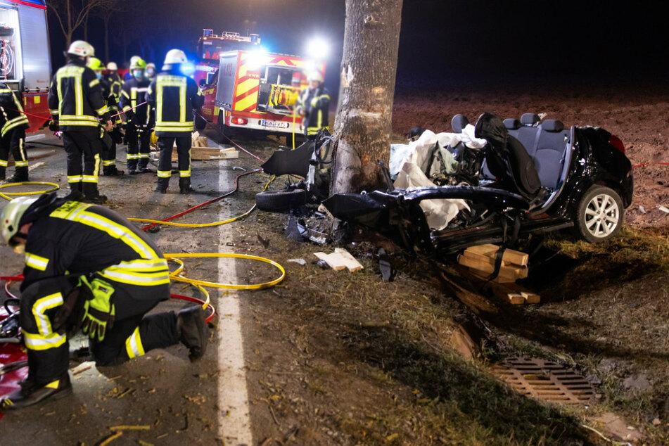 Der Fahrer starb noch am Unfallort.