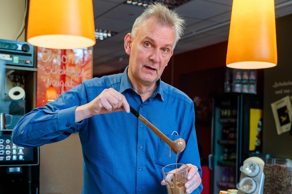 """Peter Mattis (59), Inhaber von """"Die Schokoladenbar"""", will Ungeimpfte nicht ausschließen und bleibt daher bei 3G."""