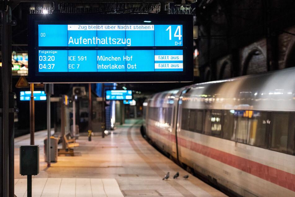 Bahn lässt Züge für gestrandete Reisende an Bahnhöfen stehen
