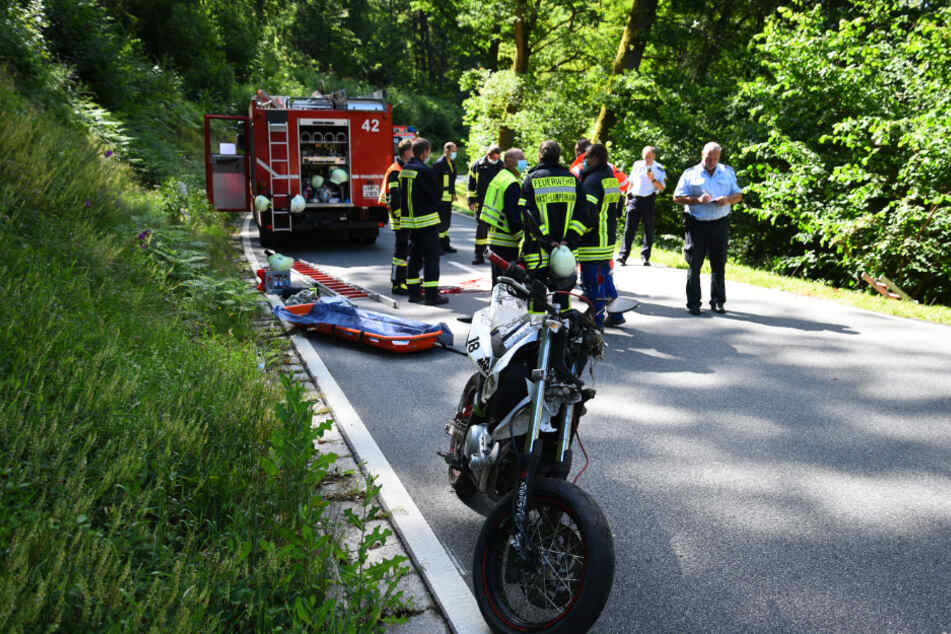 Der 16-Jährige starb noch an der Unfallstelle.