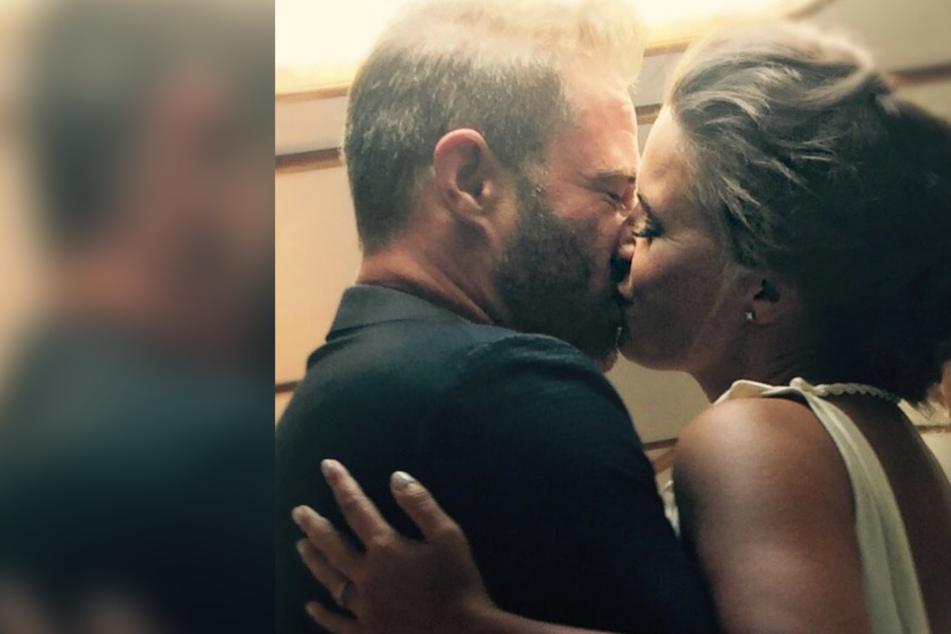 Wow! So rührend überrascht Sänger Sasha seine Frau zum Hochzeitstag