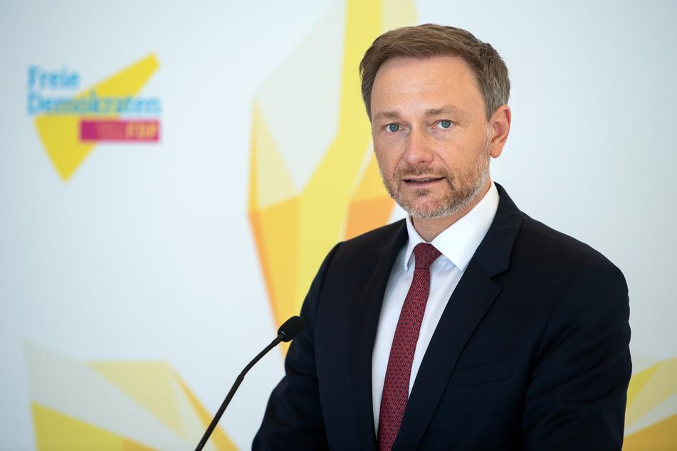 Christian Lindner (42), Vorsitzender der FDP-Bundestagsfraktion. Da die FDP allein nicht über die notwendige Zahl von einem Viertel der Bundestagsabgeordneten verfügt, wie sie für eine Normemkontrollklage nötig wäre, wird mit individuellen Verfassungsbeschwerden gerechnet.