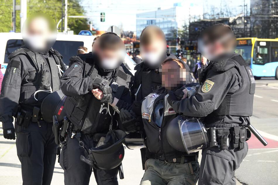 Nach mehrfacher Aufforderung nicht gegangen: Die Polizei musste teilweise hart durchgreifen!