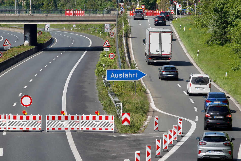Die A46 bleibt für Arbeiten am Autobahnkreuz Hilden von heute Abend an (22 Uhr) über das komplette Wochenende in beide Richtungen gesperrt. (Symbolbild)