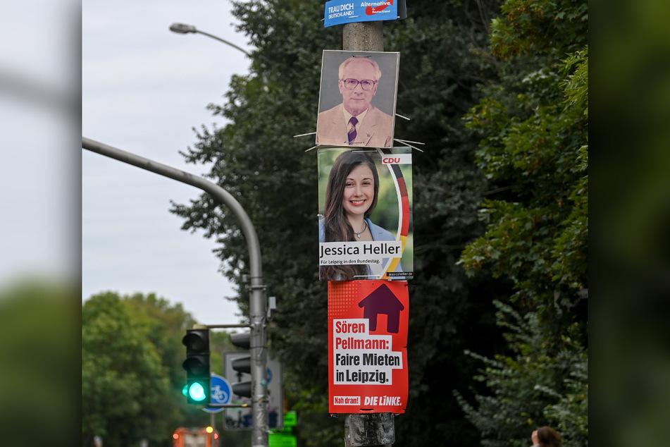 Am Schleußiger Weg in Leipzig wurde am Montag inmitten von Wahlplakaten auch ein Abbild von Eric Honecker (†81) entdeckt.