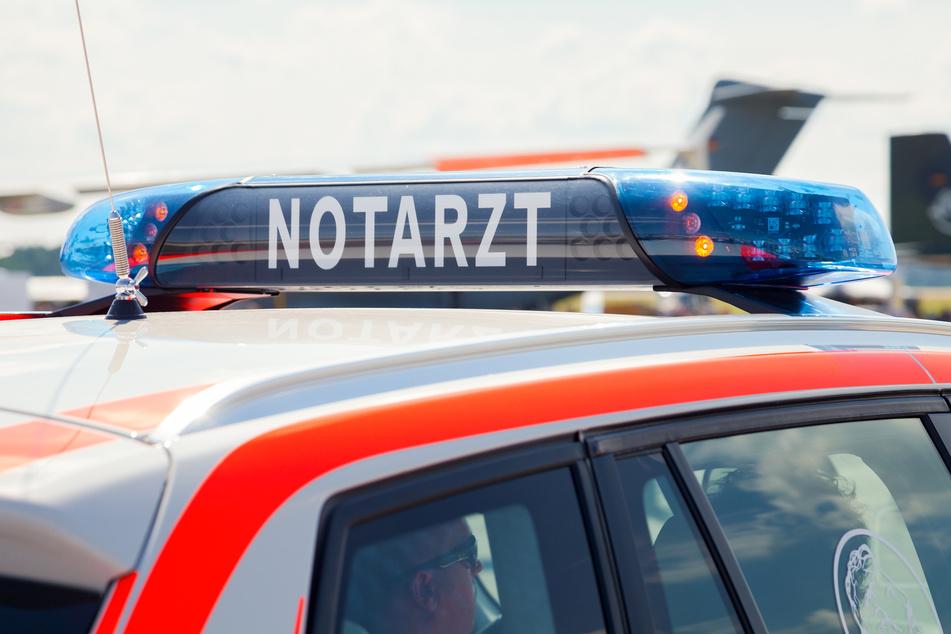 Der Notarzt musste sich am Mittwochabend um einen 32-Jährigen aus Crimmitschau kümmern, der zuvor angeschossen wurde (Symbolbild).