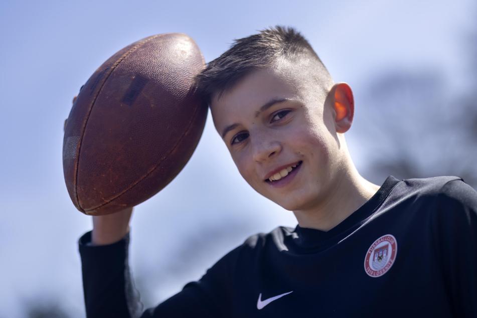 Schüler Florian Pemsel (14) trainierte zum ersten Mal mit einem Football.