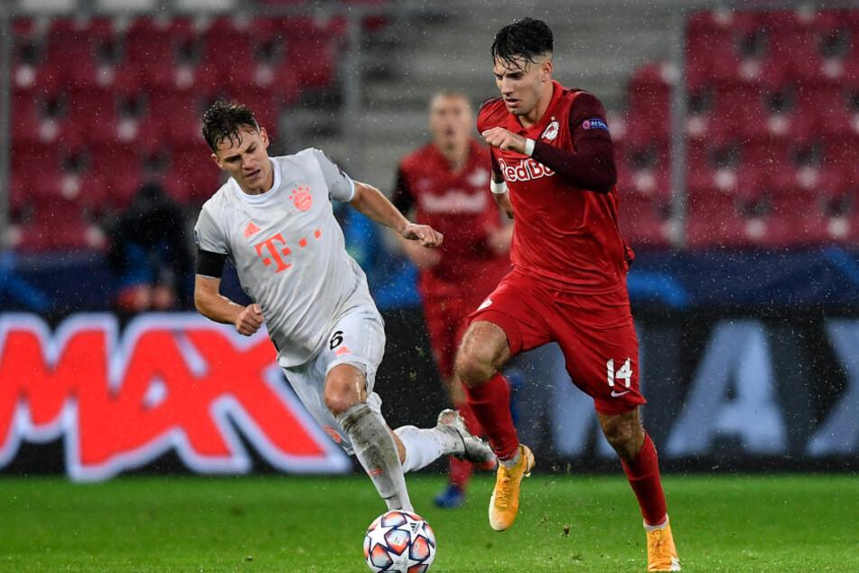 Dominik Szoboszlai (r.) im Duell mit Joshua Kimmich beim CL-Gruppenspiel von RB Salzburg gegen den FC Bayern München.