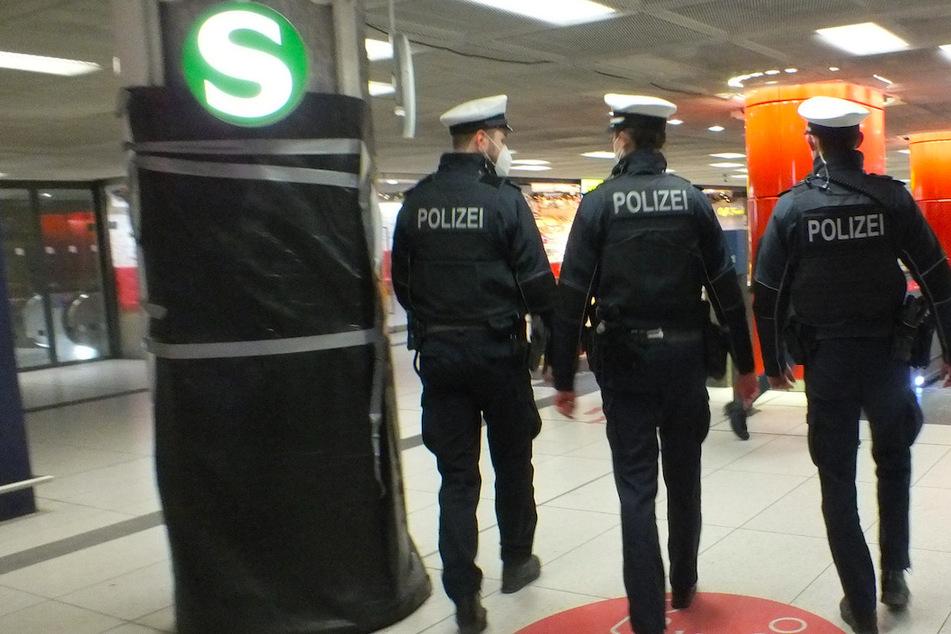 Bei einem Polizeieinsatz im Münchner Hauptbahnhof wurde eine Beamtin beleidigt.