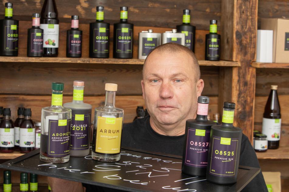 Kunden können bei Frank Sommer aktuell aus zwei verschiedenen Aronia-Gins wählen.