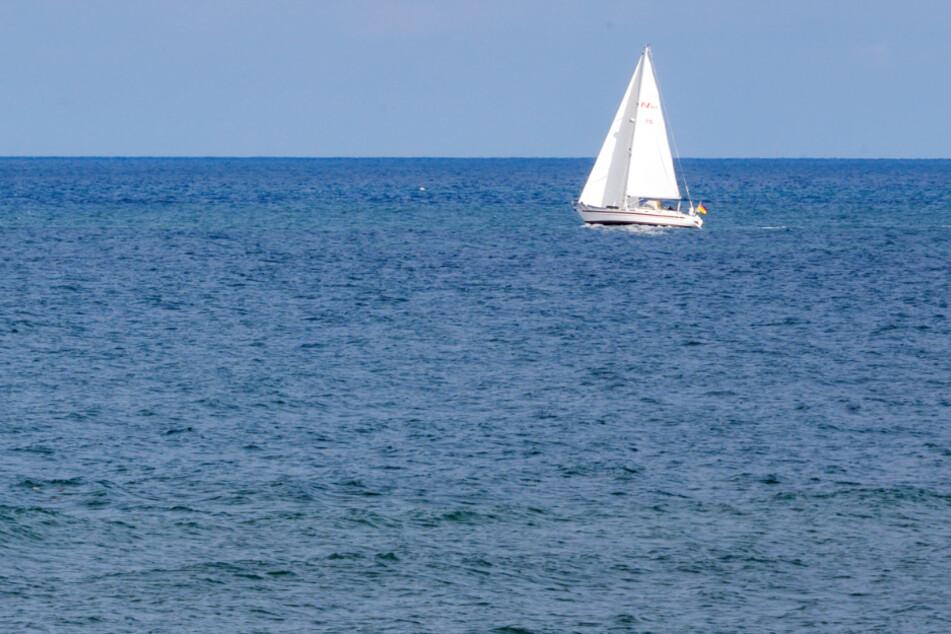 Der Angeklagte soll einen Unfall mit seinem Segelboot auf der Ostsee vorgetäuscht haben. (Symbolbild)