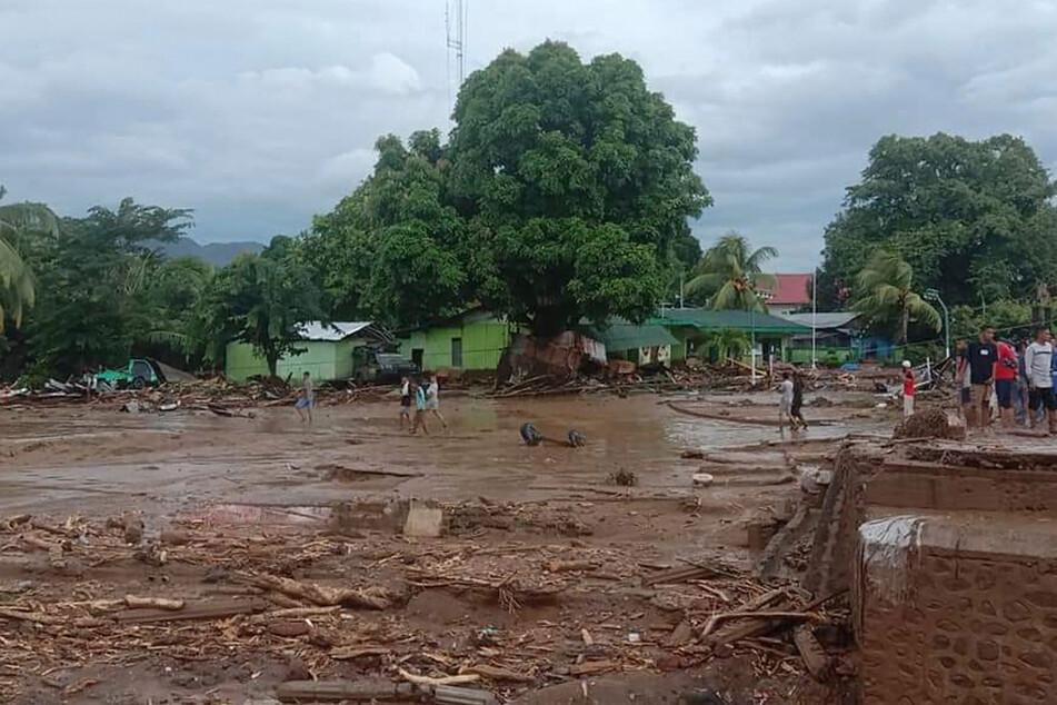 Die Fluten haben Teile eines Dorfes zerstört.