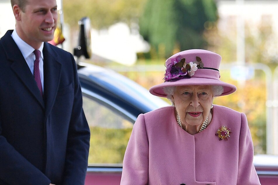For the first time since lockdown, the Queen (94) made a public appearance, alongside her grandson Prince William (38).