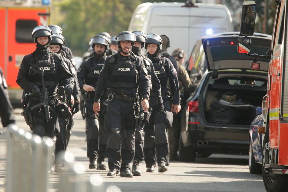 Bewaffneter Mann bedroht Frau: SEK stundenlang im Einsatz