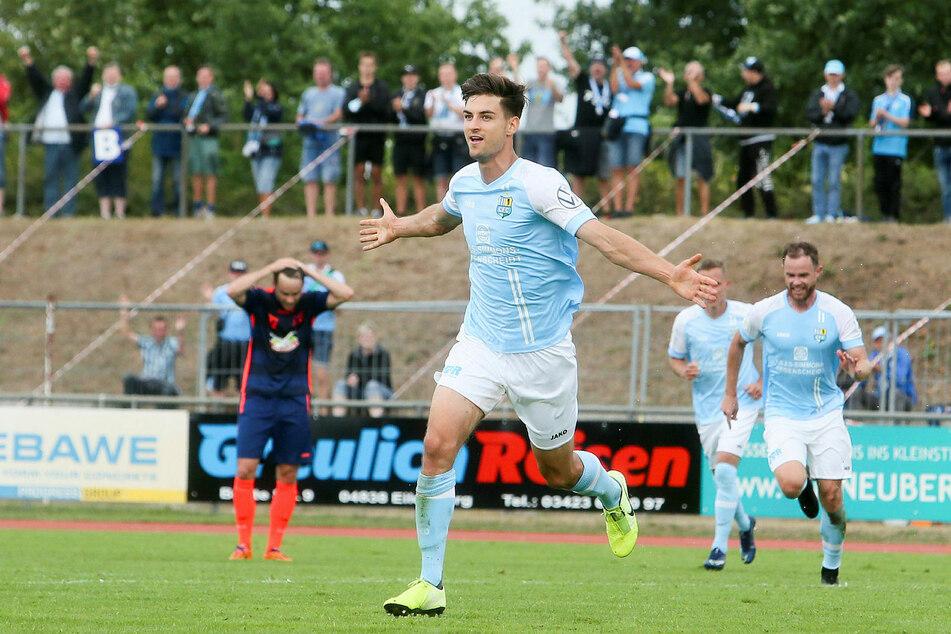 Chemnitz' Danny Breitfelder (vorn) bejubelt seinen Treffer zum zwischenzeitlichen 1:0.