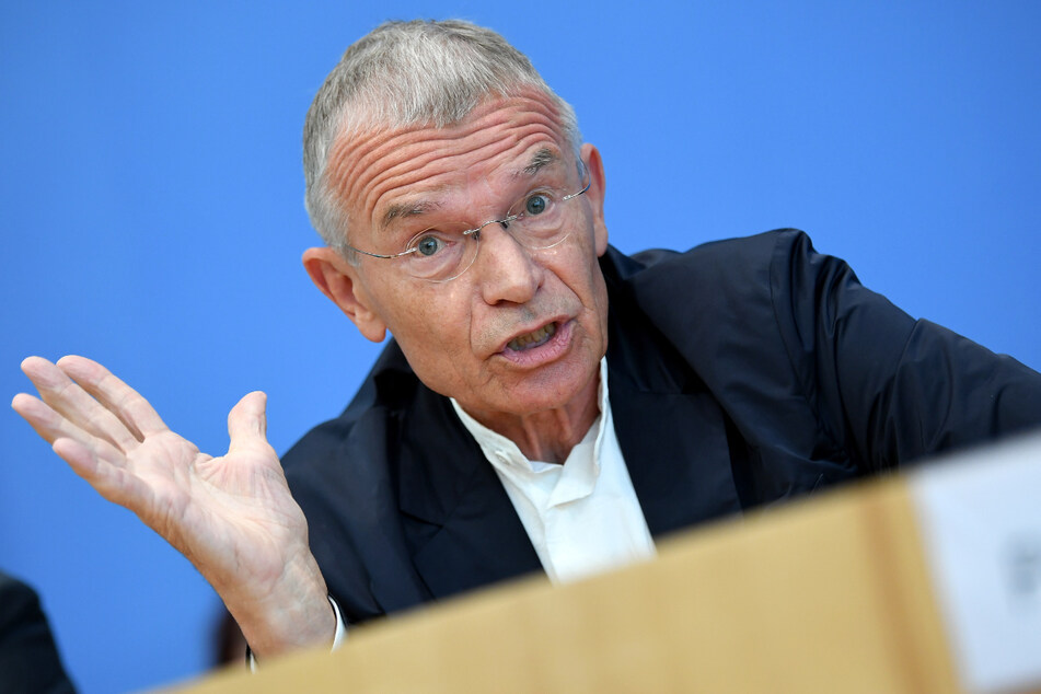 """Klaus Hurrelmann, Jugendforscher, spricht bei der Vorstellung der 18. Shell-Jugendstudie """"Jugend 2019 - Eine Generation meldet sich zu Wort"""""""