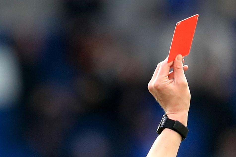 Höchststrafe nach brutaler Attacke: Fußballer wird für 48 Spiele gesperrt