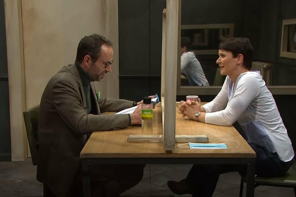 "Moderator Kurt Krömer (46, l.) nimmt bei ""Chez Krömer"" Ex-AfD-Chefin Frauke Petry (45) ins Verhör."